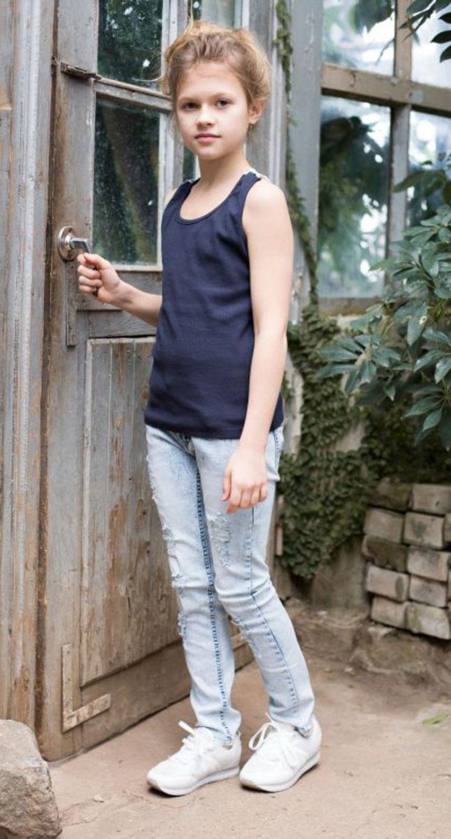 Джинсы для девочки Luminoso, цвет: белый, голубой. 718037. Размер 158718037Джинсы для девочки с оригинальной варкой, эффектами потертости и рваной джинсы имеют зауженный крой, среднюю посадку. Застегиваются на молнию и пуговицу. Шлевки на поясе рассчитаны под ремень. В боковой части пояса находятся вшитые эластичные ленты, регулирующие посадку по талии.