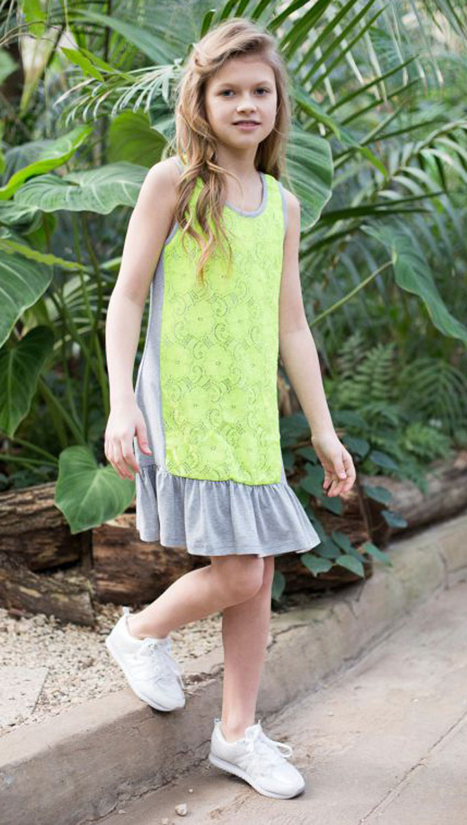 Платье для девочки Luminoso, цвет: серый, салатовый. 718020. Размер 146718020Трикотажное платье свободного кроя для девочки, декорированное контрастным кружевом и воланом по низу изделия.