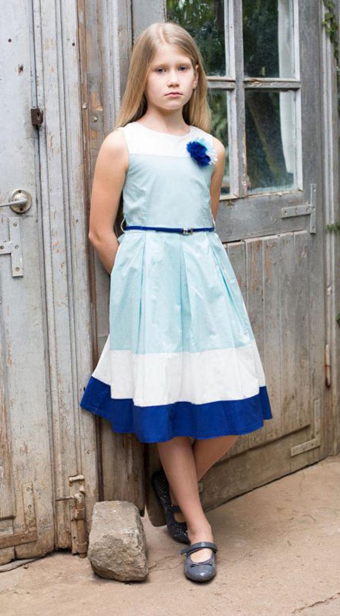 Платье для девочки Luminoso, цвет: белый, голубой. 718057. Размер 152718057Классическое хлопковое платье приталенного кроя для девочки. Низ изделия декорирован контрастной тканью. Талия подчеркнута тонким пояском. Застегивается на потайную молнию на спинке.