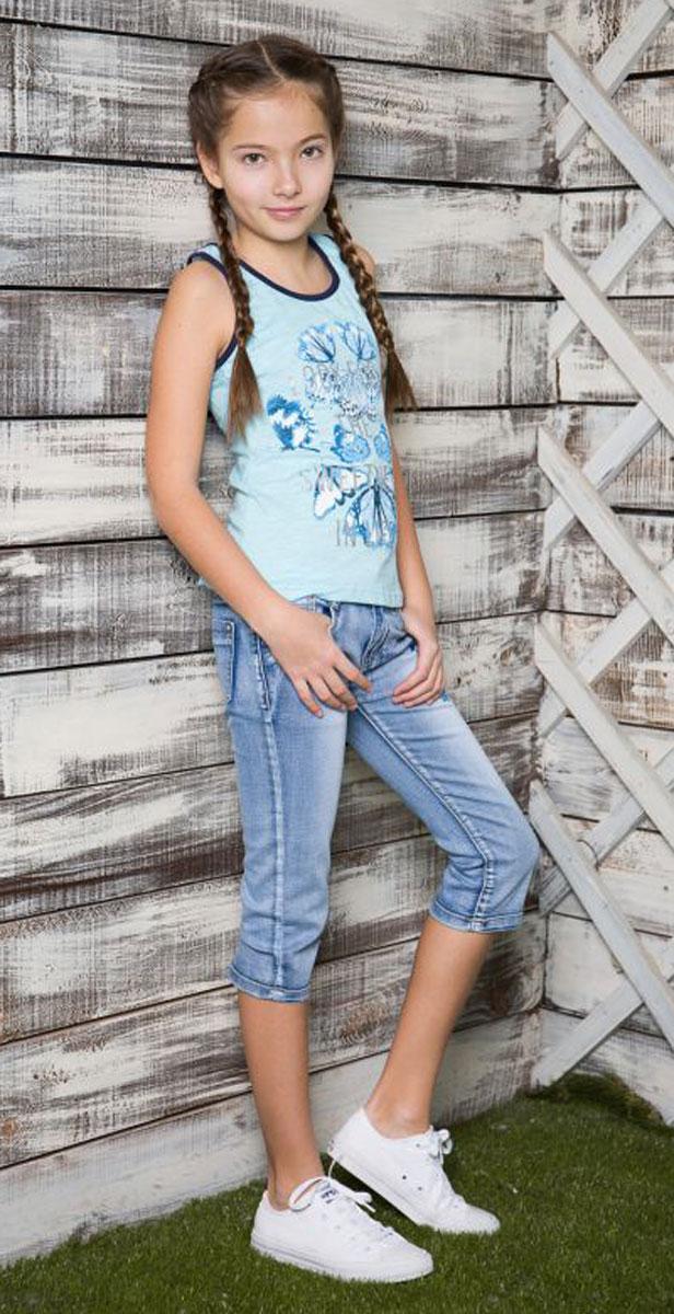 Майка для девочки Luminoso, цвет: голубой. 718047. Размер 146718047Майка-топ из трикотажной ткани для девочки декорирована оригинальным принтом и стразами. Горловина и проймы выполнены из контрастной ткани.