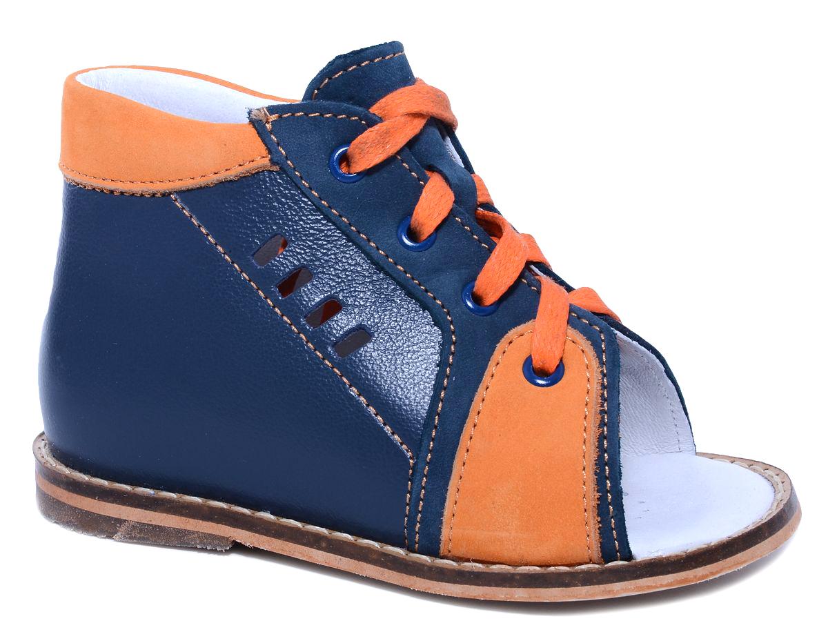 Сандалии для мальчика Тотто, цвет: темно-синий, оранжевый. 02-КП. Размер 2302-КПУльтрамодные сандалии для мальчика от Тотто выполнены из натуральной высококачественной кожи и оформлены вставками из натурального нубука, перфорированным узором на боковых сторонах, декоративной прострочкой вдоль ранта. Шнуровка надежно зафиксирует модель на ножке ребенка. Закрытый жесткий задник защищает детскую стопу от повреждений при движении. Внутренняя поверхность и стелька изготовлены из натуральной кожи. Стелька дополнена супинатором, который отвечает за правильное положение ноги ребенка при ходьбе, предотвращает плоскостопие. Перфорация на стельке позволяет ножкам дышать. Ортопедический каблук Томаса (каблук высотой от 2 до 5 мм) укрепляет подошву под средней частью стопы и препятствует заваливанию детской стопы внутрь. Каблук и подошва, выполненные из вспененного полимера ЭВА, дополнены рифленой поверхностью.