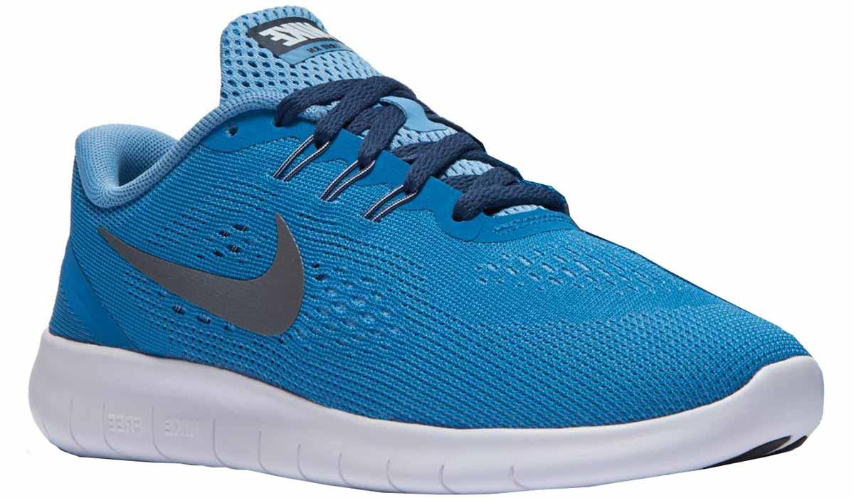Кроссовки для мальчика Nike Free Rn Gg, цвет: синий, голубой. 833993-402. Размер 4,5 (36)833993-402Модные кроссовки для мальчика Free Rn Gg от Nike выполнены из текстиля. Подкладка и стелька из текстиля не натирает. Шнуровка надежно зафиксирует модель на ноге. Подошва дополнена рифлением.