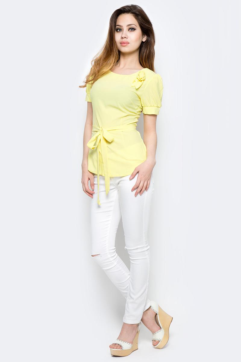 Блузка женская Milton, цвет: желтый. WP-6502F. Размер 48WP-6502FБлузка полуприлегающего силуэта, с короткими рукавами-фонариками, круглый вырез горловины. Комплектуется съемным поясом. На левом плече расположена декоративная деталь из основной ткани в виде цветка.
