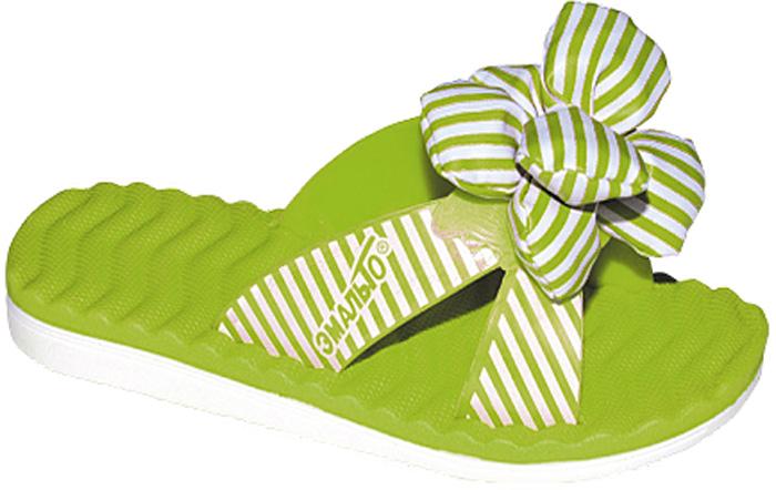 Шлепанцы для девочки Эмальто, цвет: зеленый. 8025В-15. Размер 318025В-15Яркие шлепанцы от Эмальто придутся по душе вашей юной моднице. Модель выполнена полностью из легкого ЭВА-материала. Перемычка оформлена полосатым принтом и дополнена по центру объемным цветком. Рельеф на верхней поверхности подошвы предотвращает выскальзывание ноги. Материал ЭВА имеет пористую структуру, обладает великолепными теплоизоляционными и морозостойкими свойствами, придает обуви амортизационные свойства, мягкость при ходьбе, устойчивость к истиранию подошвы. Гибкая подошва дополнена рифлением, которое гарантирует идеальное сцепление с любыми поверхностями. Удобные шлепанцы прекрасно подойдут для похода в бассейн или на пляж.
