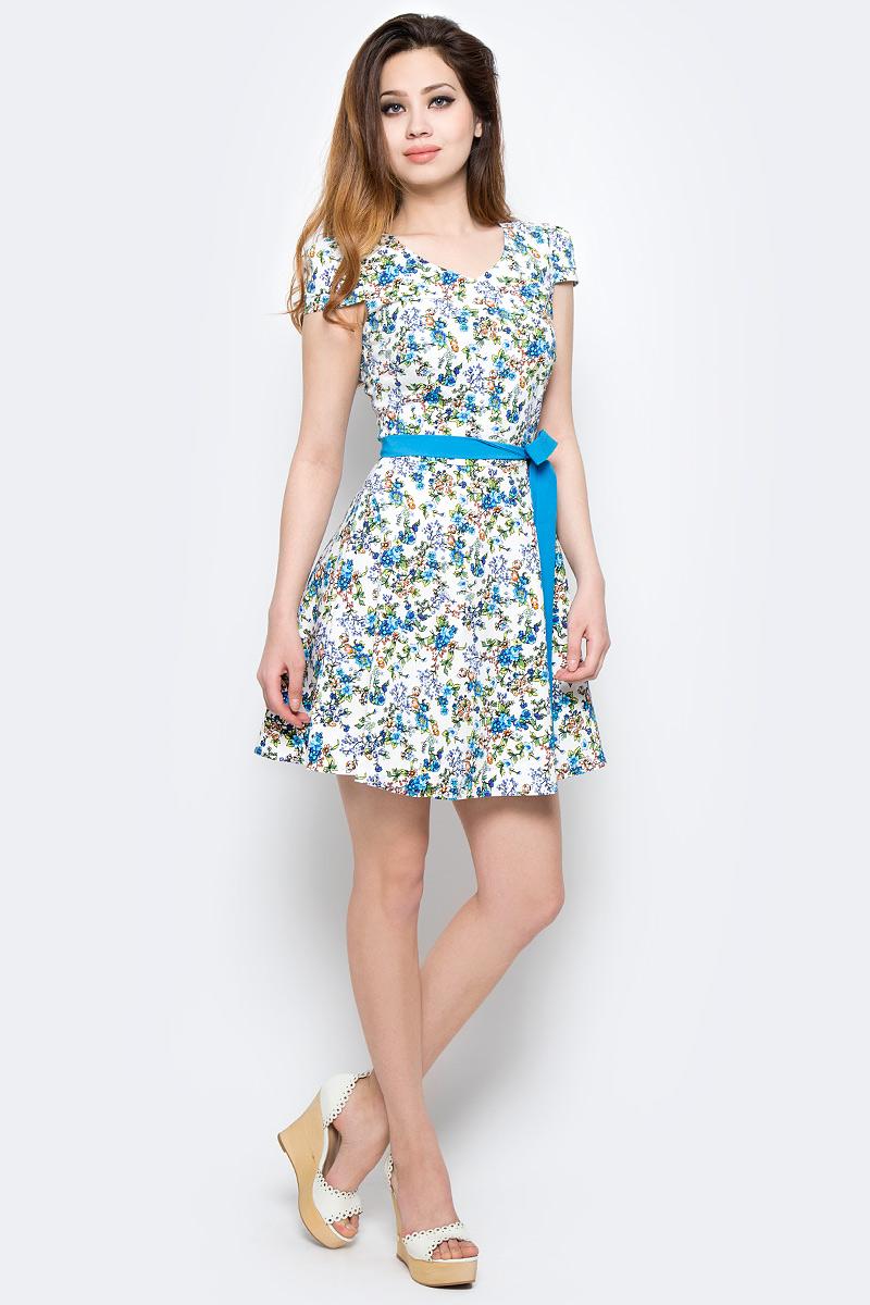 Платье Milton, цвет: белый, голубой. WD-2475F. Размер 46WD-2475FПлатье прилегающего силуэта, с короткими рукавами в виде крылышек, отрезное по линии талии, со съемным поясом из однотонной ткани. Юбка расклешенная со складками от талии.