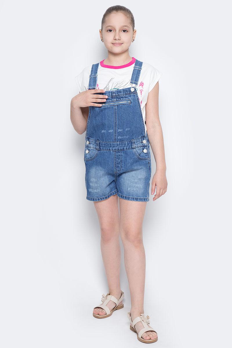 Полукомбинезон для девочки Button Blue Main, цвет: голубой. 117BBUC6701D200. Размер 128, 8 лет117BBUC6701D200Детский джинсовый полукомбинезон - не только очень удобная модель летнего гардероба, но и трендовая вещь. В компании с любой майкой, футболкой, поло полукомбинезон составит достойный летний комплект. Если вы хотите купить недорого джинсовый полукомбинезон с модными потертостями, заминами, варкой, не сомневаясь в его качестве, высоких потребительских свойствах и соответствии модным трендам, полукомбинезон от Button Blue - лучший вариант!