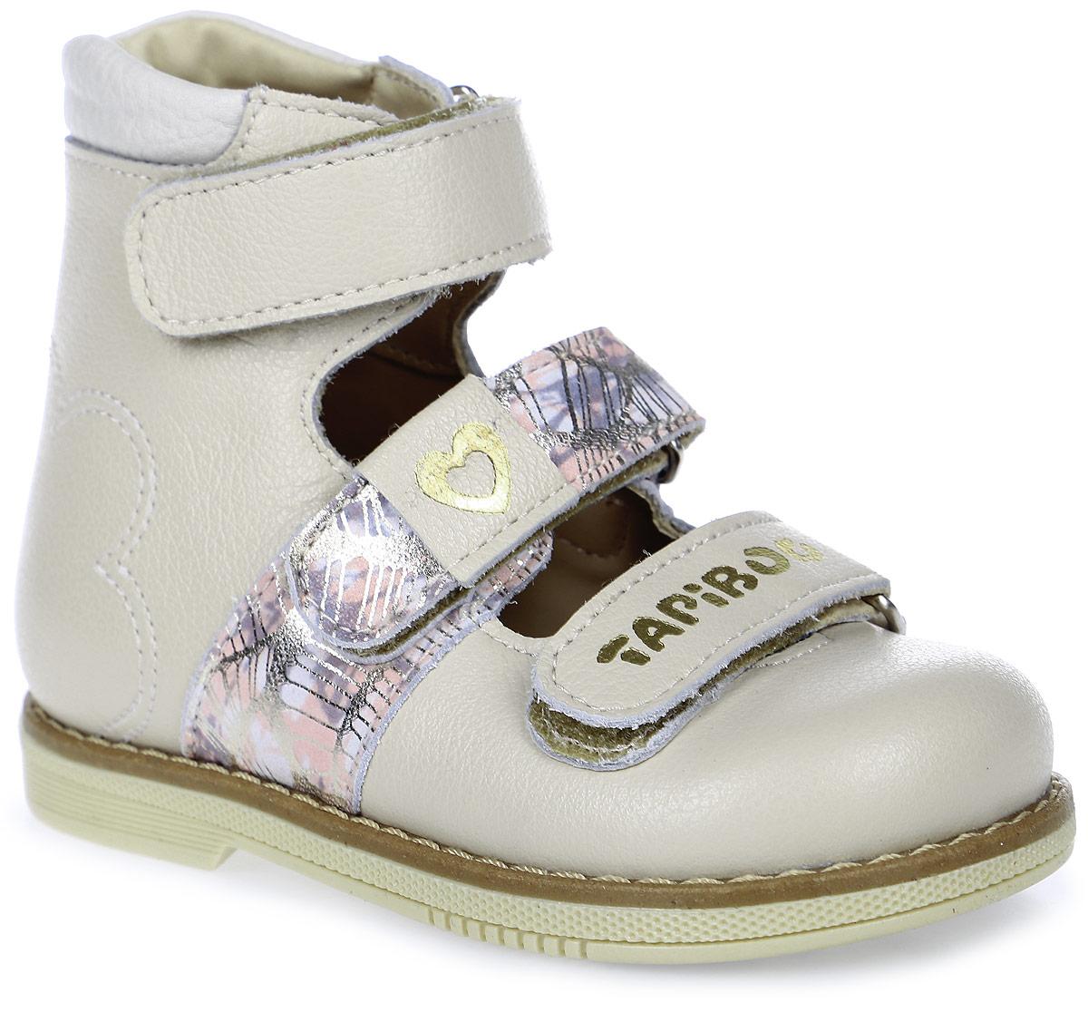 Туфли для девочки TapiBoo, цвет: молочный. FT-25007.17-OL42O.01. Размер 25FT-25007.17-OL42O.01Ортопедические туфли от TapiBoo разработаны для коррекции стоп при вальгусной деформации, а также для профилактики плоскостопия. Модель, выполненная из натуральной кожи, оформлена контрастной прострочкой на ранте.Жесткий фиксирующий задник увеличенной высоты и три застежки - липучки, обеспечивают необходимую фиксацию голеностопа в правильном положении. Средний ремешок дополнен принтом и декоративным элементом, нижний - логотипом бренда. Ортопедический каблук Томаса укрепляет подошву под средней частью стопы и препятствует ее заваливанию внутрь. Отсутствие швов на подкладке обеспечивает дополнительный комфорт и предотвращает натирание. Рельефный рисунок подошвы обеспечивает сцепление с любыми поверхностями. Такие туфли станут незаменимыми в гардеробе вашего ребенка.