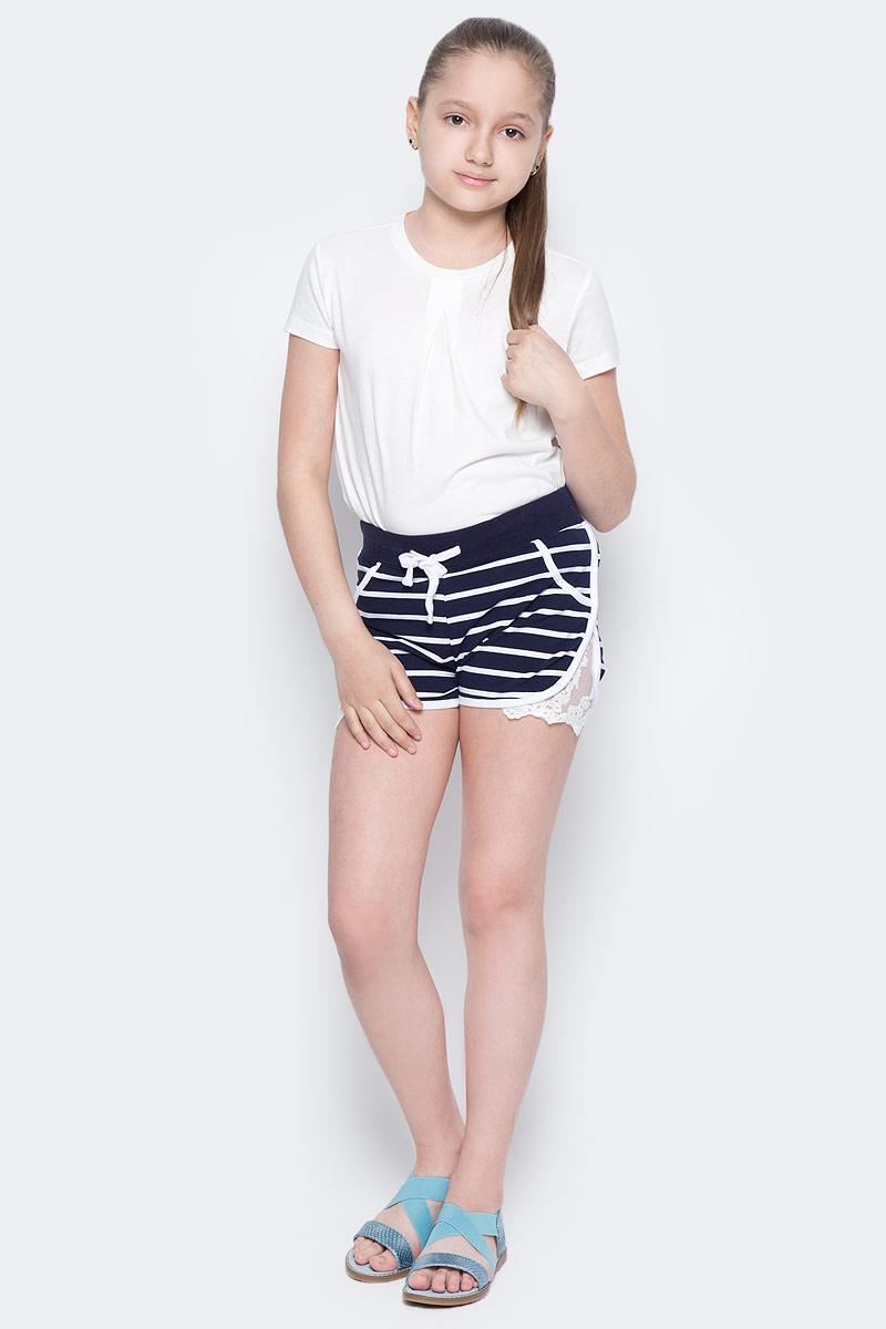 Шорты для девочки Luminoso, цвет: синий, белый. 718106. Размер 158718106Мягкие трикотажные шорты в полоску. Боковые швы декорированы оригинальным кружевным плетением. Пояс-резинка дополнен шнуром для регулирования объема.