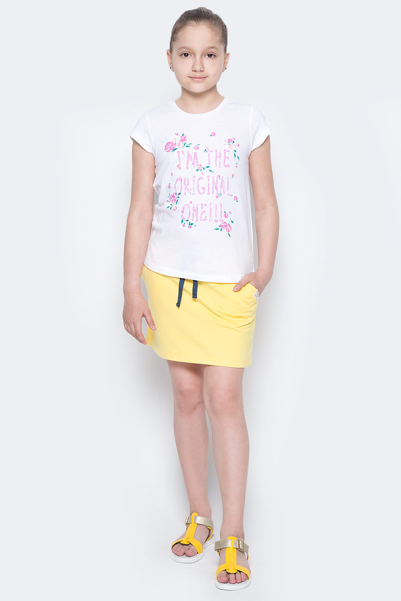 Юбка для девочки Button Blue Main, цвет: желтый. 117BBGC55012700. Размер 104, 4 года117BBGC55012700Не один детский гардероб не обойдется без летней юбки. А если она еще и красива, и удобна, и продается по доступной цене, эта юбка девочке просто необходима! Если вы хотите купить стильную трикотажную юбку недорого, не сомневаясь в ее качестве, комфорте и высоких потребительских свойствах, эта симпатичная модель в спортивном стиле — отличный вариант!