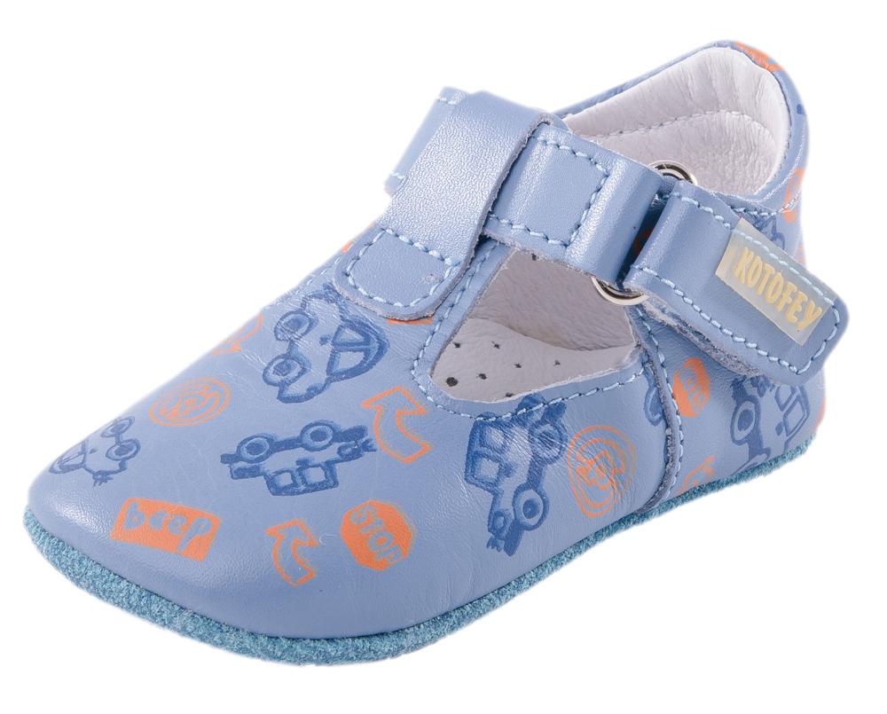 Пинетки для мальчика Котофей, цвет: голубой. 002027-22. Размер 17002027-22Пинетки – это обувь для детей, которые еще не начали ходить. Материалы верха и подошвы изготовлены из натуральной кожи, что обеспечивает детской ножке удобство и комфорт. Удобная застежка-велькро позволяет надежно зафиксировать пинетки на стопе, легко обувать и снимать их. Накладка на подошву из ТЭП предохраняет модель от скольжения.