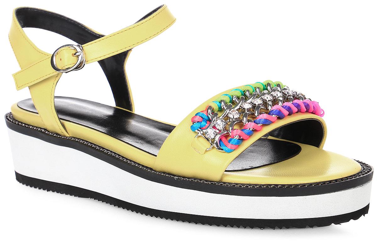 Сандалии женские LK Collection, цвет: желтый. SP-QA1601-3 PU (SP-Q11001-4). Размер 38SP-QA1601-3 PU (SP-Q11001-4)Удобные сандалии на плоской подошве выполнены из искусственной кожи. Стелька выполнена из натуральной кожи. Сандалии фиксируются на ноге при помощи застежки-пряжки.