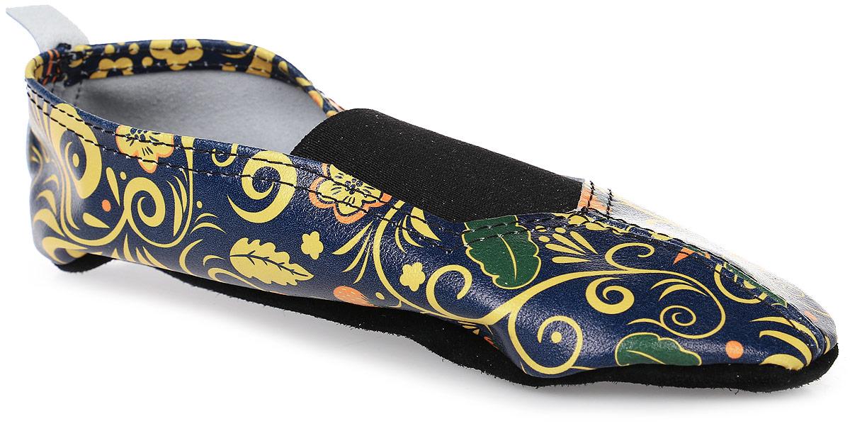 Чешки The Cheshki Хохлома, цвет: темно-синий, желтый, зеленый. 162. Размер 36162Чешки Хохлома от The Cheshki предназначены для занятий танцами и гимнастикой. Модель изготовлена из натуральной кожи, благодаря чему впитывает влагу и позволяет коже ног дышать. Чешки оформлены оригинальным изображением. Съемная стелька из бамбука обеспечивает комфорт. Подъем дополнен эластичной резинкой для лучшей посадки модели на ноге. Подошва выполнена из натуральной кожи.