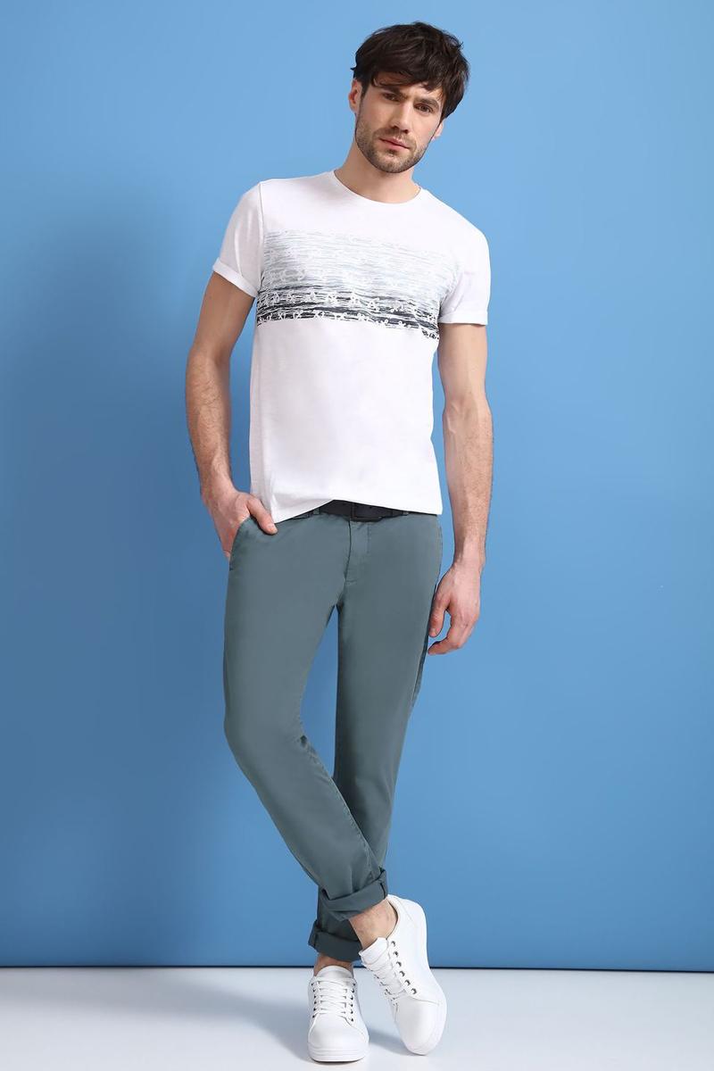 Брюки мужские Top Secret, цвет: зеленый. SSP2464ZI. Размер 34 (50)SSP2464ZIСтильные мужские брюки Top Secret - брюки высочайшего качества на каждый день, которые прекрасно сидят. Модель изготовлена из высококачественного хлопка и эластана. Застегиваются брюки на пуговицу в поясе и ширинку на молнии, имеются шлевки для ремня. Эти модные и в тоже время комфортные брюки послужат отличным дополнением к вашему гардеробу. В них вы всегда будете чувствовать себя уютно и комфортно.