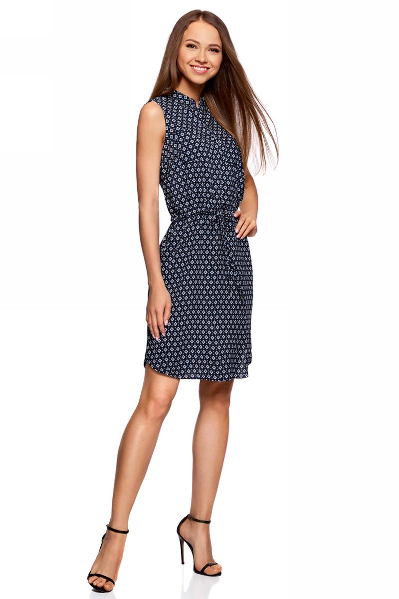 Платье oodji Ultra, цвет: темно-синий, белый. 11901147-2/24681/7912G. Размер 34-170 (40-170)11901147-2/24681/7912GСтильное платье oodji изготовлено из качественного материала. Модель выполнена без рукавов и застегивается сверху на пуговицы около отложного воротничка. На талии имеется утяжка.
