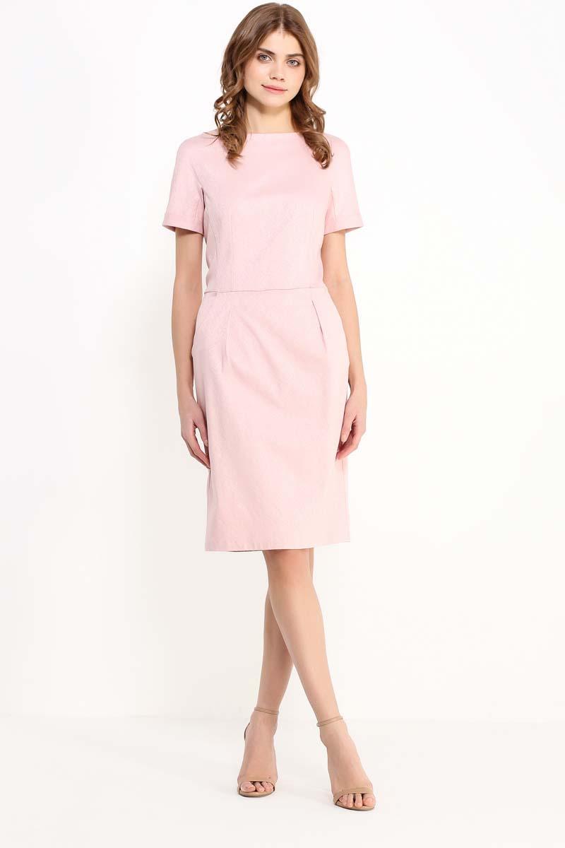 Платье женское Finn Flare, цвет: светло-розовый. CS17-17005_314. Размер M (46)CS17-17005_314Приталенное однотонное платье трендового цвета – настоящий must have в вашем летнем гардеробе. Приталенная модель длиной до колена будет уместна как в офисе, так и для повседневной носки. Платье лишено каких-либо декоративных украшений: выполненное из жаккарда в мелкий фактурный рисунок, оно полностью сосредотачивает внимание окружающих на летнем цвете и продуманном крое.
