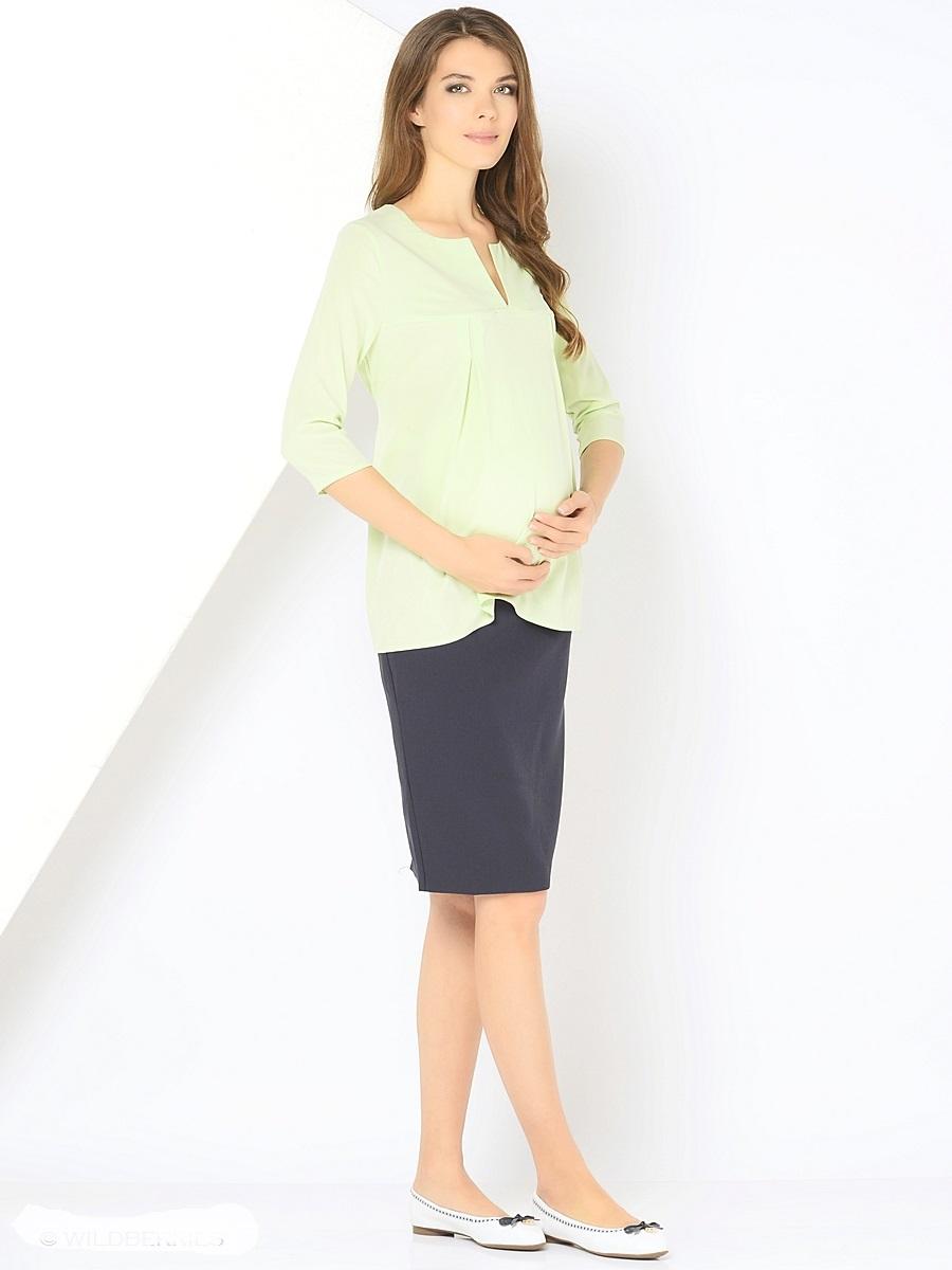 Блузка для беременных 40 недель, цвет: салатовый. 210203. Размер 48210203Элегантная блузка для беременных от бренда 40 недель выполнена из вискозного материала. Модель свободного кроя с рукавами длиной 3/4. Округлая горловина дополнена изящным V-образным вырезом. Простор для растущего животика создается за счет отрезной кокетки и встречных складок на груди, а так же его можно регулировать втачными поясками. После беременности такой фасон поможет скрыть временные несовершенства фигуры, и обеспечить комфорт и свободу движениям.