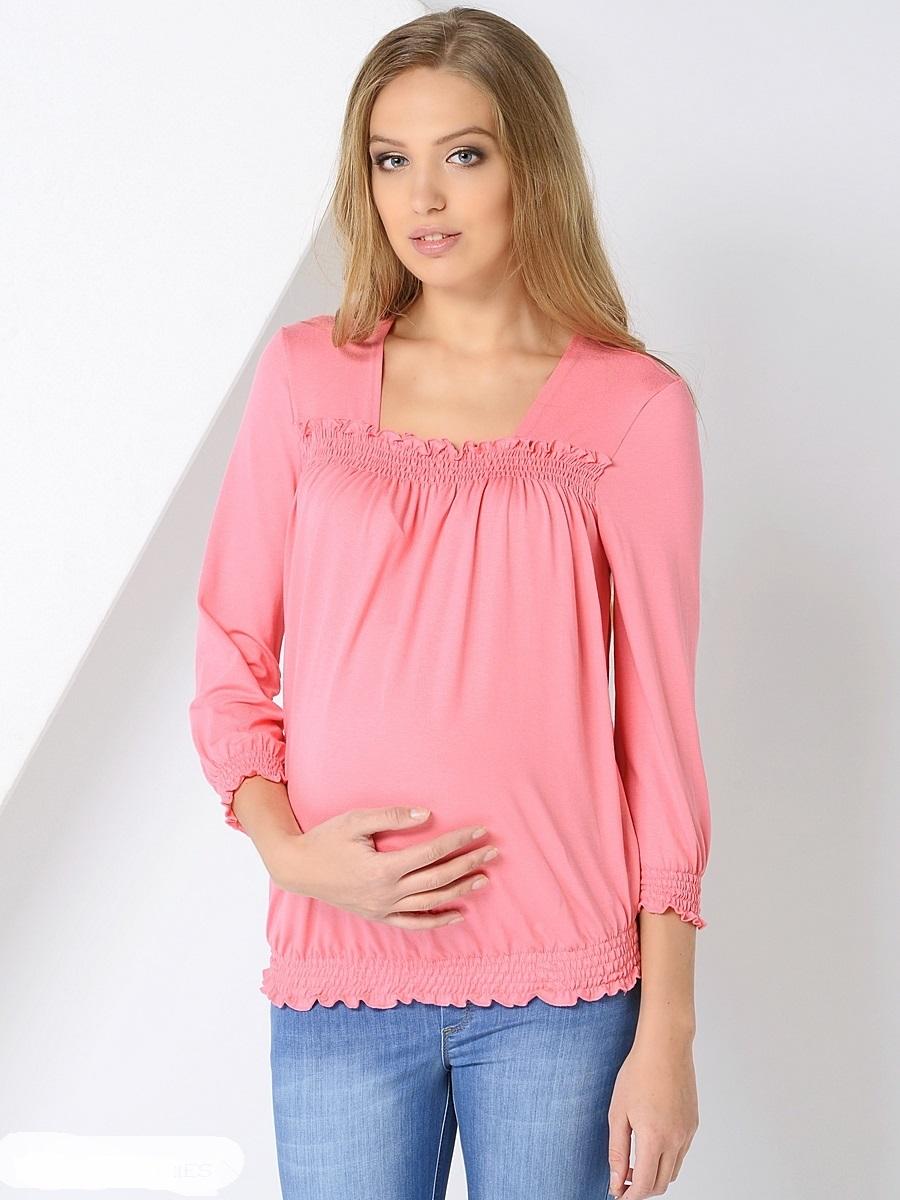 Блузка для беременных 40 недель, цвет: светло-розовый. 200298. Размер 50200298Женственная блузка для беременных от бренда 40 недель выполнена из приятной к телу трикотажной ткани. Основания блузки присобраны на ряд резинок, образующих красивые складочки от горловины-каре и объем для растущего животика во время беременности. После рождения малыша такой фасон с легкостью скроет временные несовершенства фигуры. В такой блузке образ всегда выглядит безупречно, женственно и современно.