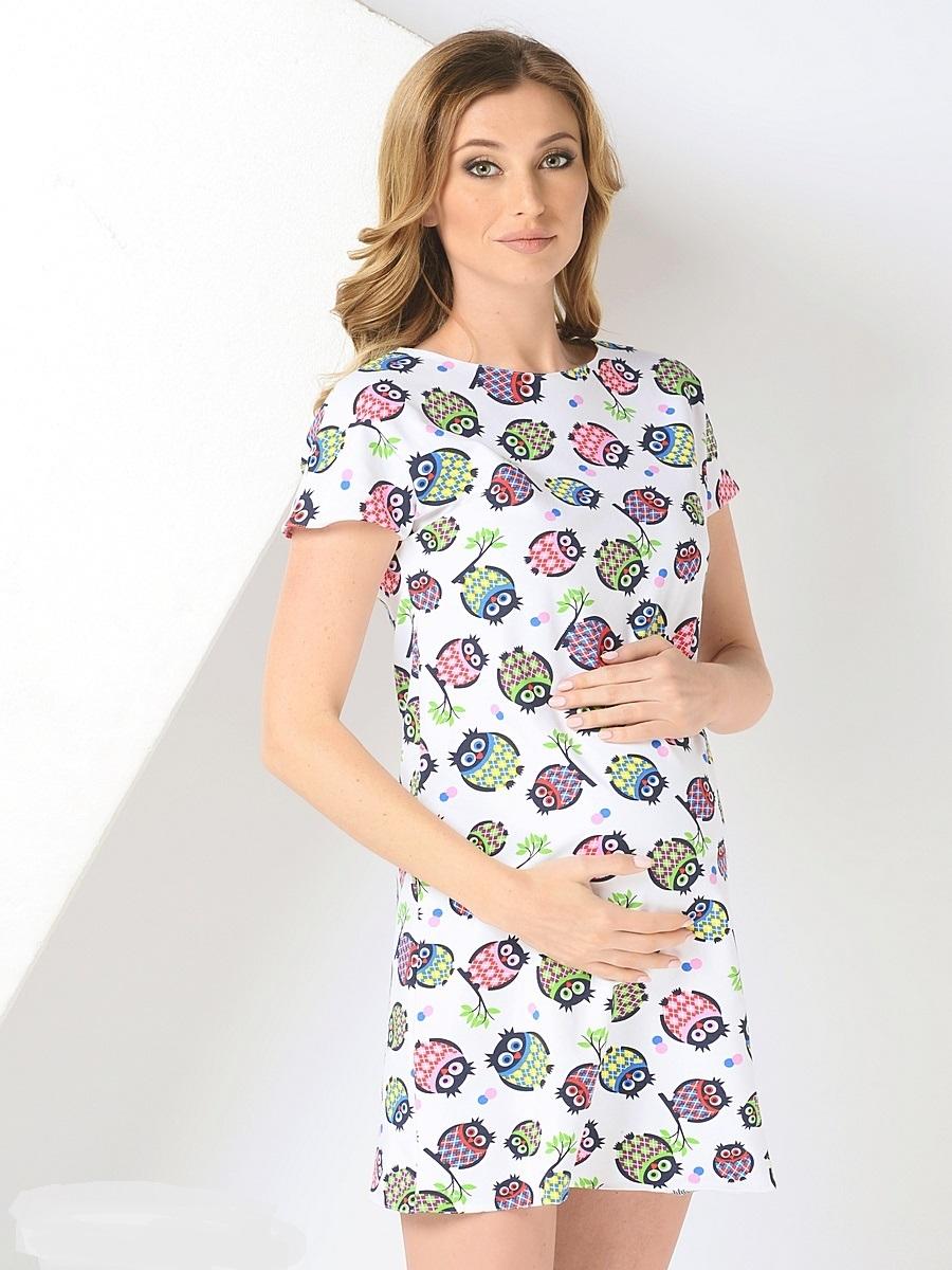 Платье для беременных 40 недель, цвет: белый. 300302/1. Размер 46300302/1сСтильное платье для беременных от бренда 40 недель - прекрасный вариант на лето. Модель трапециевидного кроя с коротким рукавом-реглан и вырезом лодочка. Платье выполнено из трикотажного материала. Правильный крой платья не стесняет свободу движений, мягкая ткань приятная к телу, лаконичный фасон и дизайнерский принт подчеркнет ваш уникальный стиль. Это платье вы с удовольствием будете носить и после рождения малыша.
