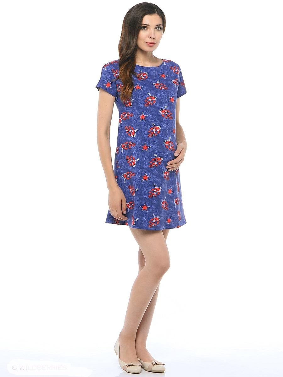 Платье для беременных 40 недель, цвет: синий. 300302/1. Размер 42300302/1Стильное платье для беременных от бренда 40 недель - прекрасный вариант на лето. Модель трапециевидного кроя с коротким рукавом-реглан и вырезом лодочка. Платье выполнено из трикотажного материала. Правильный крой платья не стесняет свободу движений, мягкая ткань приятная к телу, лаконичный фасон и дизайнерский принт подчеркнет ваш уникальный стиль. Это платье вы с удовольствием будете носить и после рождения малыша.