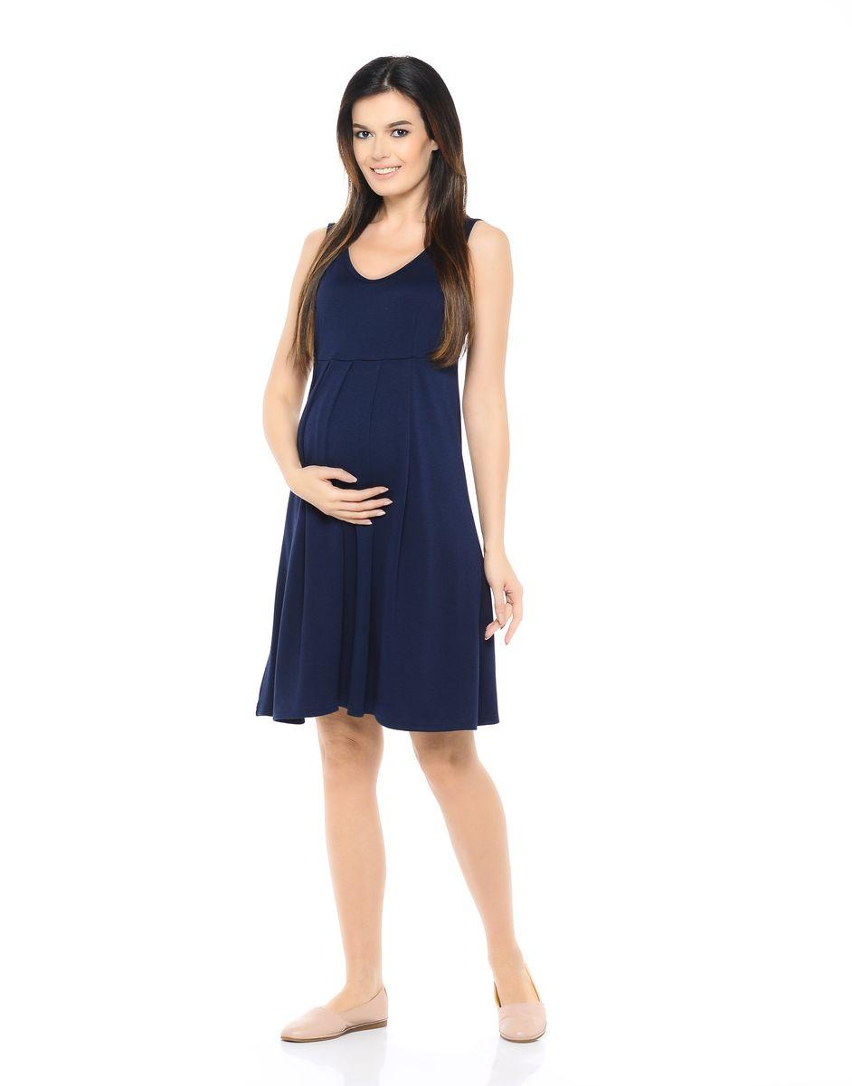 Сарафан для беременных 40 недель, цвет: темно-синий. 300306. Размер 50300306Сарафан для беременных от бренда 40 недель - прекрасный летний вариант для будущей мамы. Модель с V-образным вырезом горловины и высокой отрезной кокеткой, свободного кроя от кокетки. Струящиеся складки создают простор для растущего животика, а после беременности скрывают временные несовершенства.Женственная модель в нейтральных тонах сочетается с любыми блузками, футболками и водолазками, позволяя создавать различные образы на каждый день, в зависимости от ситуации и настроения.