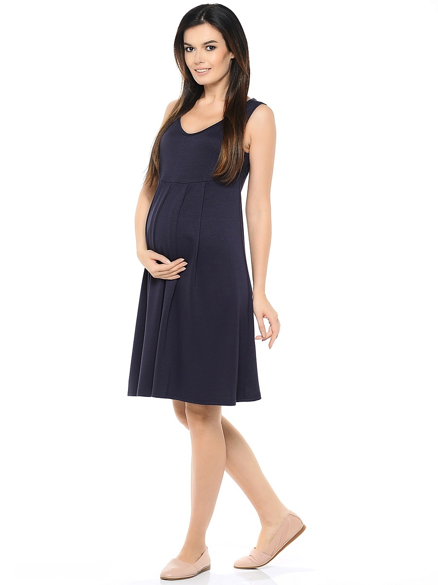 Сарафан для беременных 40 недель, цвет: сливовый. 300306. Размер 44300306Сарафан для беременных от бренда 40 недель - прекрасный летний вариант для будущей мамы. Модель с V-образным вырезом горловины и высокой отрезной кокеткой, свободного кроя от кокетки. Струящиеся складки создают простор для растущего животика, а после беременности скрывают временные несовершенства.Женственная модель в нейтральных тонах сочетается с любыми блузками, футболками и водолазками, позволяя создавать различные образы на каждый день, в зависимости от ситуации и настроения.