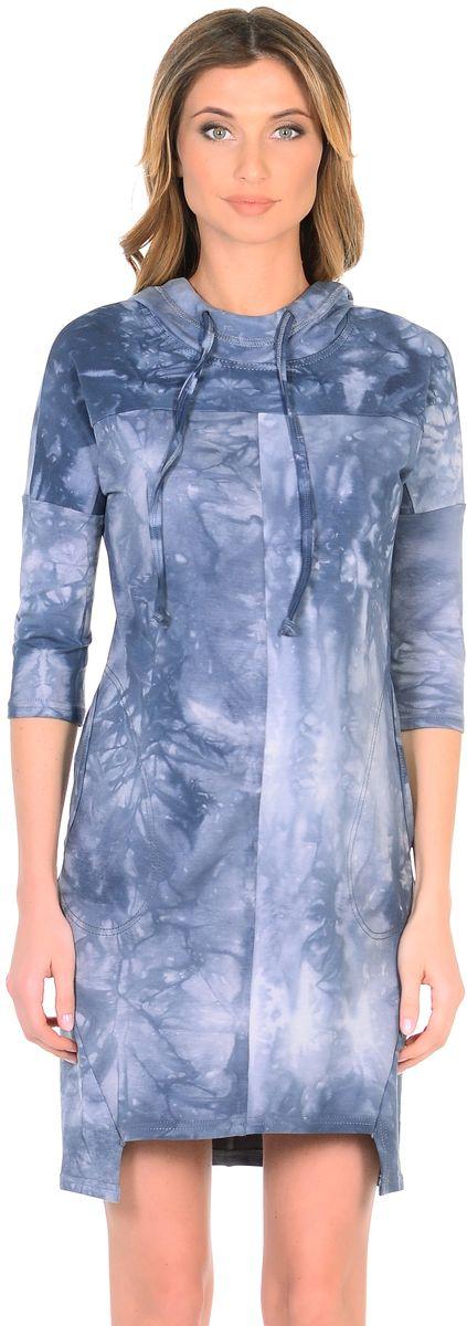 Платье для беременных 40 недель, цвет: серо-голубой. 301329. Размер 42301329Модное платье для беременных от бренда 40 недель покорит своим дизайном. Платье изготовлено из трикотажного материала в трендовой расцветке под вываренный джинс. Модель прямого силуэта со спущенным плечевым швом и рукавами 3/4 в стиле oversize. Практичный капюшон с высоким воротом с кулиской на завязках и объемные карманы придают платью спортивный оттенок. Геометрическая форма низа искусно дополняет оригинальный дизайн. Платье отлично садится по фигуре, не сковывает движений, создает комфорт и непринужденность на любом сроке беременности и после.