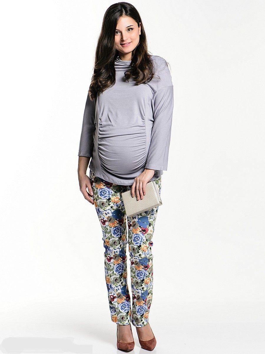 Брюки для беременных 40 недель, цвет: белый. 12103. Размер 4812103Брюки для беременных от бренда 40 недель - прекрасный выбор для будущей мамы! Брюки зауженного покроя, с трикотажной вставкой для животика и с регулируемой резинкой на талии. Стильная модель с актуальным цветочным принтом обновит и украсит ваш образ. Колоритная расцветка позволяет комбинировать такие брюки со многими предметами гардероба и создавать яркие привлекательные образы для разных случаев.