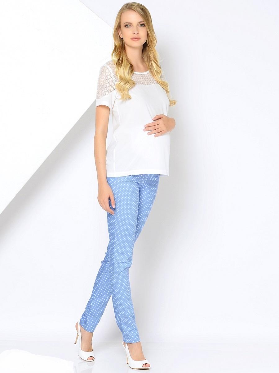 Брюки для беременных 40 недель, цвет: голубой. 101195. Размер 52101195Стильные брюки для беременных от бренда 40 недель станут прекрасным дополнением гардероба будущей мамы. Модель облегающего силуэта выполнена из качественного материала приятного к телу и оформлена оригинальным принтом. Брюки оснащены мягкой резинкой в трикотажном поясе, который фиксируется под животиком и деликатно поддерживает его не сдавливая. Сзади предусмотрено два накладных кармана, спереди брюки дополнены декоративной прострочкой.Благодаря отличной посадке и продуманному дизайну брюки комфортно носить как в период беременности так и после нее.