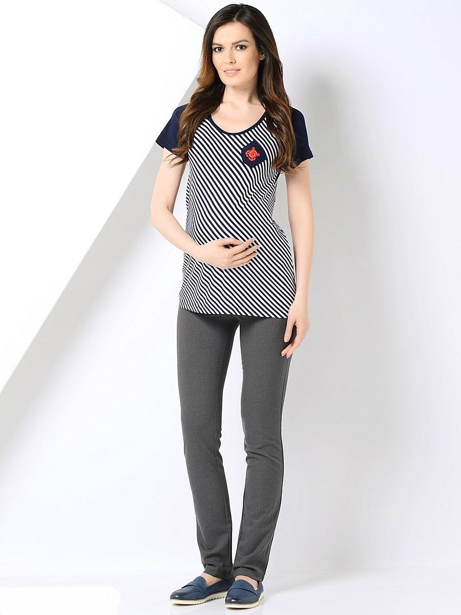 Брюки для беременных 40 недель, цвет: серый. 101192. Размер 44101192Классические зауженные брюки для беременных от бренда 40 недель выполнены из трикотажного полотна. Брюки дополнены двумя задними накладными карманами, а также эластичной вставкой для животика с регулируемой резинкой в поясе. Спереди модель оформлена декоративной прострочкой на карманах и пояске.Благодаря прекрасной посадке и продуманному дизайну брюки подойдут как на всем сроке беременности, так и после нее.
