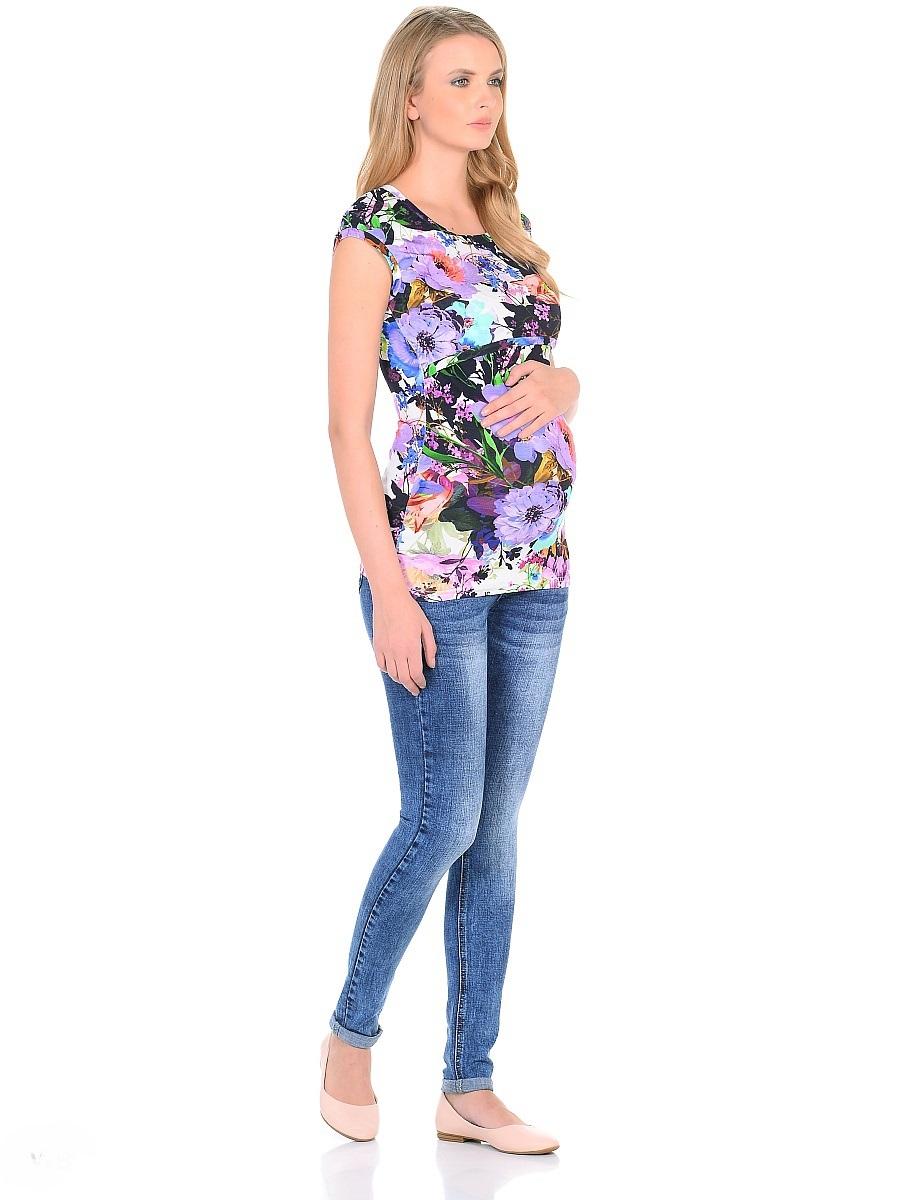 Джинсы для беременных 40 недель, цвет: голубой. 103179. Размер 50103179Джинсы для беременных от бренда 40 недель - прекрасный выбор для будущей мамы на каждый день. Модель зауженного кроя, с высокой посадкой по талии. Джинсы имеют трикотажную кокетку с регулируемой резинкой в поясе, что позволяет носить их с комфортом на любом сроке беременности и после рождения малыша. Передние и задние накладные карманы дополнены для практичности специальными заклепками в уголках, которые спасают джинсы от распарывания по шву. На переднем и заднем карманах - металлические декоративные элементы. Вертикальные потертости визуально вытягивают, делая ноги стройнее. Благодаря оптимальному содержанию эластана, джинсы отлично садятся на любую фигуру, не сковывают движений, хорошо держат форму. Джинсы универсальны в своем применении, они комбинируются со многими предметами гардероба, в них образ выглядит стильно, современно и безупречно в любой ситуации.
