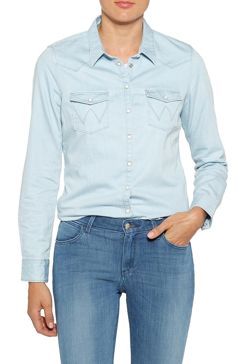 Блузка женская Wrangler, цвет: голубой. W50455G2E. Размер M (44)W50455G2EСтильная женская рубашка Wrangler изготовлена из натурального хлопка с добавлением эластана. Модель с длинными рукавами и отложным воротником застегивается на застежки-кнопки. Спереди рубашка дополнена двумя накладными карманами с клапанами на кнопках.