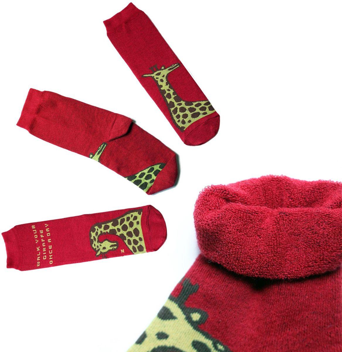 Носки детские Big Bang Socks, цвет: красный. n313. Размер 30/34n313Яркие носки Big Bang Socks изготовлены из высококачественного хлопка с добавлением полиамидных и эластановых волокон, которые обеспечивают великолепную посадку. Носки отличаются ярким стильным дизайном. Они оформлены изображением жирафа и надписью walk your giraffe once a day (гуляй с жирафом раз в день).