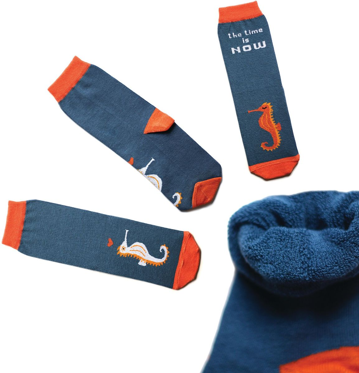 Носки детские Big Bang Socks, цвет:темно-бирюзовый, оранжевый. ca1913. Размер 30/34ca1913Яркие махровые носки Big Bang Socks изготовлены из высококачественного хлопка с добавлением полиамидных и эластановых волокон, которые обеспечивают великолепную посадку. Носки отличаются ярким несимметричным принтом. Они оформлены изображением морского конька и надписью the time is now (время настало).