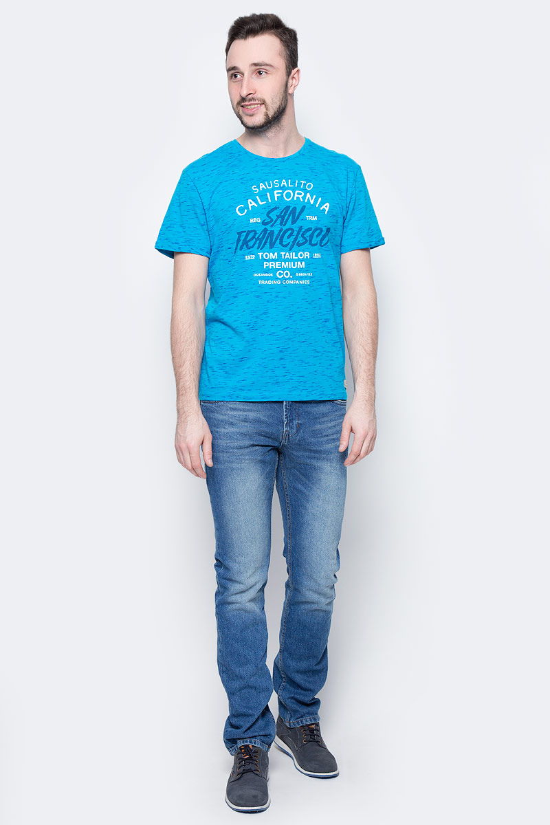 Футболка мужская Tom Tailor, цвет: голубой. 1037715.00.10_6633. Размер XL (52)1037715.00.10_6633Мужская футболка Tom Tailor выполнена из хлопка. Модель с круглым вырезом горловины и короткими стандартными рукавами. Спереди оформлена принтом с надписями.