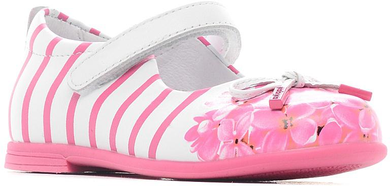 Туфли для девочки Kapika, цвет: белый, розовый. 22397-2. Размер 2722397-2Модные туфли для девочки от Kapika выполнены из натуральной кожи. Мыс модели оформлен декоративным бантиком. Внутренняя поверхность и стелька из натуральной кожи обеспечат комфорт. Ремешок с застежкой-липучкой надежно зафиксирует модель на ноге. Подошва и невысокий каблук дополнены рифлением.