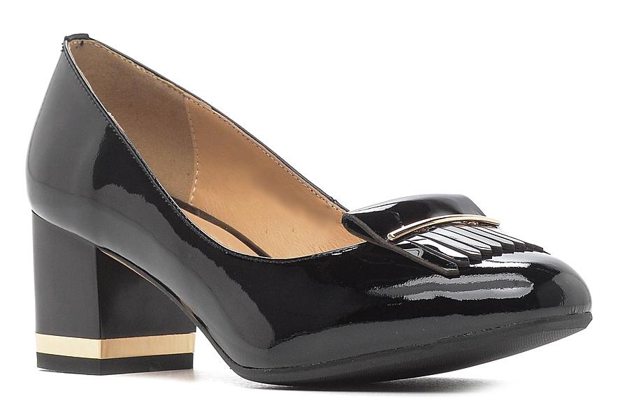Туфли женские Renaissance Elite, цвет: черный. 17010S-1-3K. Размер 4117010S-1-3KЛаконичные женские туфли от Renaissance выполнены из натуральной лакированной кожи и оформлены кисточкой и декоративной металлической полоской. Модель подойдет для офиса, прогулок и дружеских встреч и будут отлично сочетаться с юбками и платьями, а также гармонично смотреться с джинсами и брюками. Внутренняя часть изделия и стелька, оформленная тисненым названием бренда, изготовлены из натуральной кожи, что придает максимальный комфорт во время носки. Широкий устойчивый каблук средней высоты по периметру декорирован узкой золотистой вставкой.