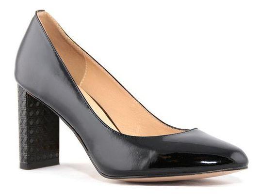 Туфли женские Renaissance Elite, цвет: черный. 17051S-1-3K. Размер 3817051S-1-3KЛаконичные женские туфли от Renaissance, выполненные из натуральной лакированной кожи, подойдут для офиса, прогулок и дружеских встреч и будут отлично сочетаться с юбками и платьями, а также гармонично смотреться с джинсами и брюками. Внутренняя часть изделия и стелька, оформленная тисненым названием бренда, изготовлены из натуральной кожи, что придает максимальный комфорт во время носки. Каблук-столбик средней высоты, оформленный рельефным узором, устойчив и не скользит во время движения.