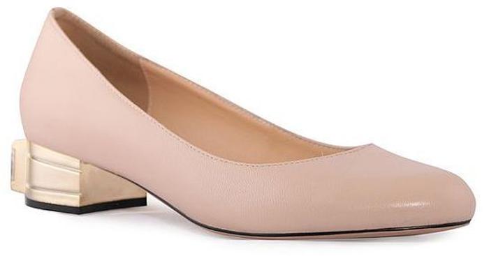 Туфли женские Renaissance Elite, цвет: бежевый. 17058S-1-4K. Размер 4117058S-1-4KЛаконичные женские туфли от Renaissance, выполненные из натуральной кожи, подойдут для офиса, прогулок и дружеских встреч и будут отлично сочетаться с юбками и платьями, а также гармонично смотреться с джинсами и брюками. Внутренняя часть изделия и стелька, оформленная тисненым названием бренда, изготовлены из натуральной кожи, что придает максимальный комфорт во время носки. Низкий устойчивый каблук декорирован большим декоративным элементом, имитирующим драгоценный камень.