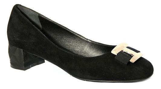 Туфли женские Renaissance Elite, цвет: черный. 17094S-1-2K. Размер 3617094S-1-2KПрактичные женские туфли от Renaissance выполнены из натуральной замши и оформлены декоративным металлическим элементом с текстильным бантиком. Модель подойдет для офиса, прогулок и дружеских встреч и будут отлично сочетаться с юбками и платьями, а также гармонично смотреться с джинсами и брюками. Внутренняя часть изделия и стелька, оформленная тисненым названием бренда, изготовлены из натуральной кожи, что придает максимальный комфорт во время носки. Низкий устойчивый каблук оформлен рельефным узором.
