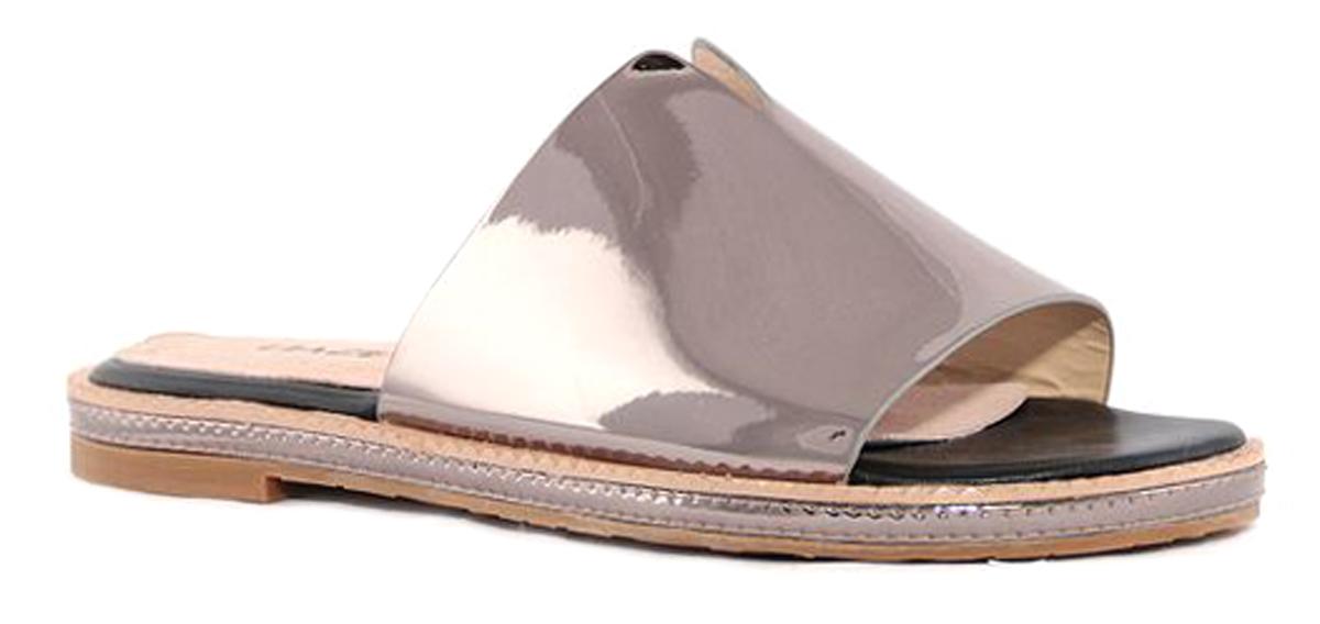 Шлепанцы женские Daze, цвет: темно-серебряный. 17934S-1-2SK. Размер 3717934S-1-2SKУдобные шлепанцы на плоской подошве выполнены из искусственной кожи.