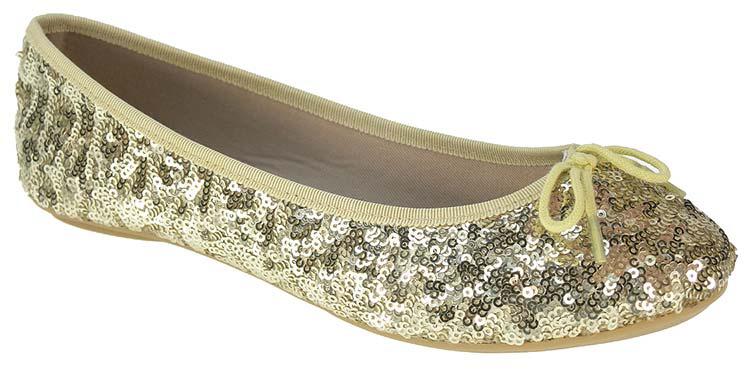 Балетки для девочки Beppi, цвет: золотистый. 2156131. Размер 332156131Легкие удобные балетки выполнены из текстиля. Стелька из натуральной кожи обеспечит дополнительный комфорт ногам. Подошва дополнена рифлением.