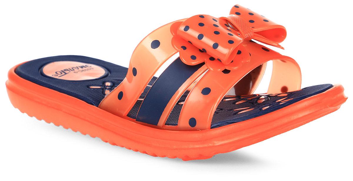 Шлепанцы для девочки Эмальто, цвет: оранжевый, черный. 6009С-9. Размер 266009С-9Яркие шлепанцы от Эмальто придутся по душе вашей юной моднице. Модель выполнена полностью из легкого ЭВА-материала. Перемычка, состоящая из трех ремешков, по центру декорирована бантиком в горошек. Рельеф на верхней поверхности подошвы предотвращает выскальзывание ноги. Материал ЭВА имеет пористую структуру, обладает великолепными теплоизоляционными и морозостойкими свойствами, придает обуви амортизационные свойства, мягкость при ходьбе, устойчивость к истиранию подошвы. Гибкая подошва дополнена рифлением, которое гарантирует идеальное сцепление с любыми поверхностями. Удобные шлепанцы прекрасно подойдут для похода в бассейн или на пляж.
