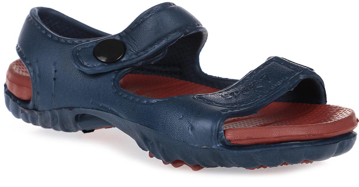 Сандалии для мальчика Step Forward, цвет: синий, красный. Т-016В. Размер 30Т-016ВРезиновые сандалии Step Forward не оставят равнодушным вашего мальчика. Модель изготовлена из износостойкого материала EVA. Специальная рельефная подошва препятствует скольжению, что делает передвижение по бассейну более безопасным. Сандалии прекрасно подойдут для повседневного использования в бассейне, дома или на отдыхе.