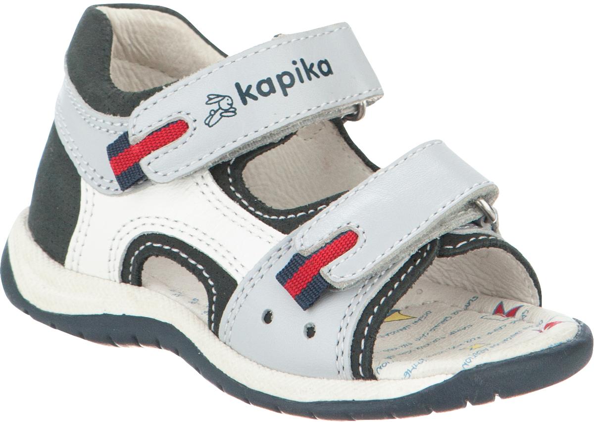 Сандалии для мальчика Kapika, цвет: светло-серый, темно-синий, белый. 31009-5. Размер 2231009-5Модные сандалии для мальчика от Kapika выполнены из натуральной кожи. Ремешки с застежками-липучками надежно зафиксируют модель на ноге. Внутренняя поверхность и стелька из натуральной кожи обеспечат комфорт при движении. Подошва дополнена рифлением.