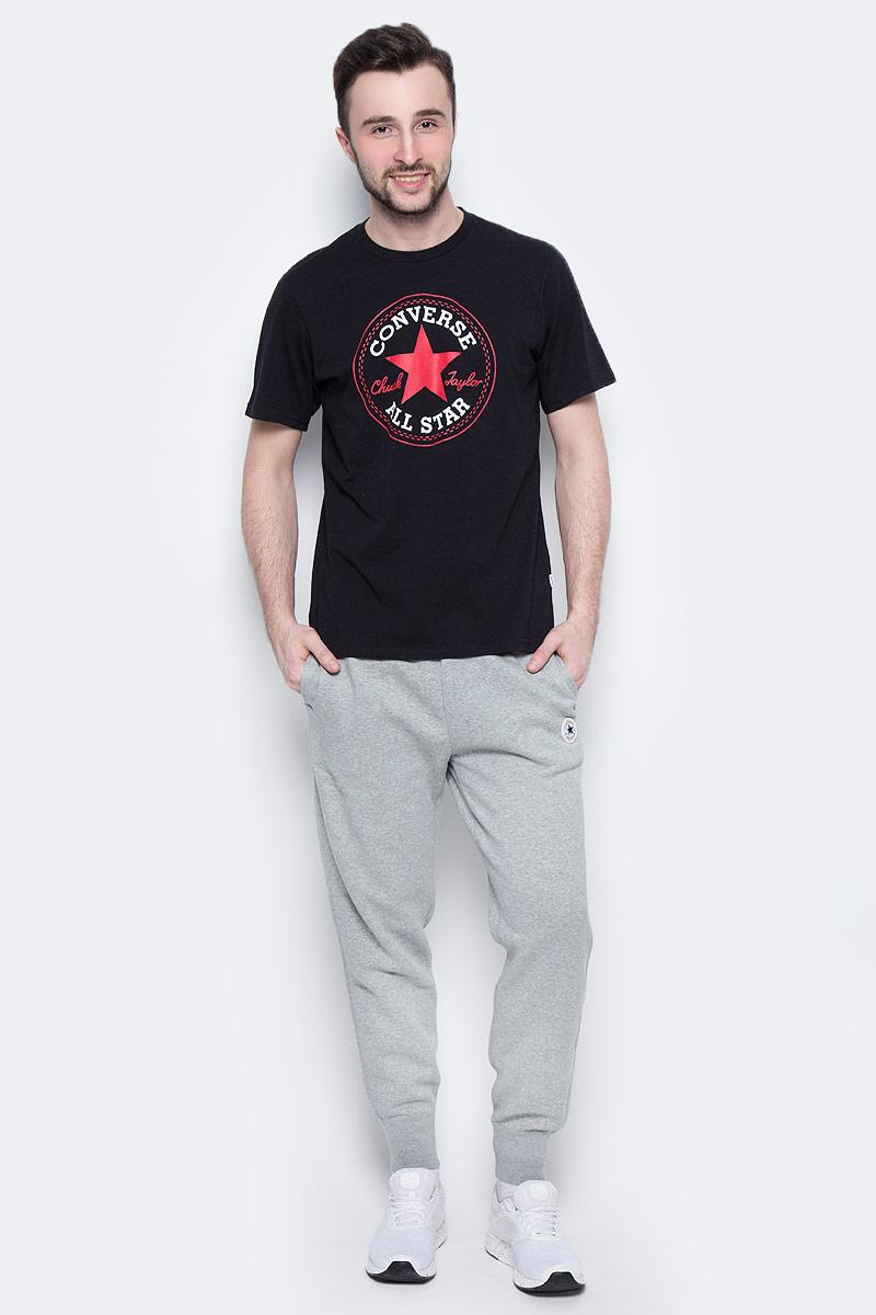 Брюки спортивные мужские Converse Core Rib Cuff Jogger, цвет: серый. 10002135035. Размер L (50)10002135035Удобные мужские спортивные брюки Converse, выполненные из натурального хлопка с добавлением полиэстера, великолепно подойдут для отдыха, повседневной носки, а также для занятий спортом. Модель прямого кроя и средней посадки имеет широкую эластичную резинку на поясе, объем талии регулируется при помощи шнурка-кулиски. Спереди изделие имеет два втачных кармана, сзади один накладной. Низ брючин дополнен широкими манжетами.