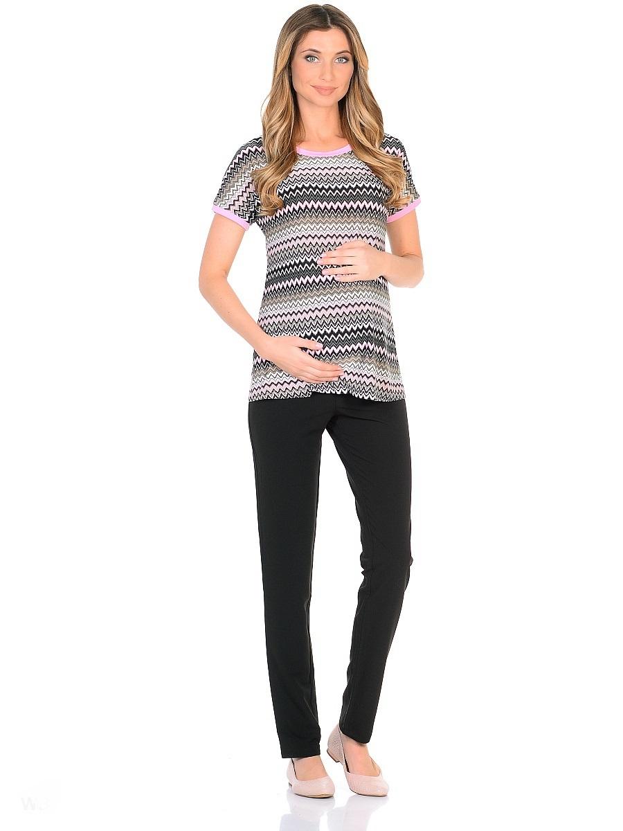Футболка для беременных 40 недель, цвет: серый, розовый. 201302. Размер 50201302Футболка для беременных от бренда 40 недель в лаконичном исполнении выполнена из приятной струящейся ткани с рисунком миссони. Прямой свободный крой с короткими цельнокроеными рукавами очень удобен и не сковывает движений, подходит для фигуры любого типа, в период беременности и после. Ткань гладкая и приятная, обладает эффектом легкой прохлады, износостойкая и почти не мнется. Фасон универсален, сочетается с разными предметами гардероба любого стиля.