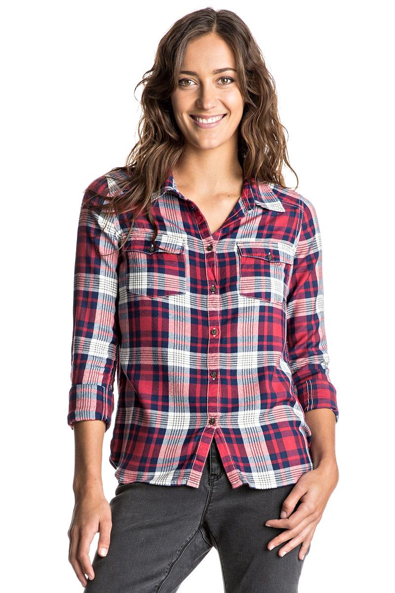 Рубашка женская Roxy Plaid On You, цвет: красный, синий. ERJWT03108-RMZ1. Размер 42 (S)ERJWT03108-RMZ1Женская рубашка Roxy Plaid On You выполнена из вичкозы. Модель с отложным воротником и длинными рукавами застегивается на пуговицы. Рукава рубашки дополнены манжетами на пуговицах. На груди расположены два накладных кармана. Рубашка оформлена актуальным принтом в клетку.