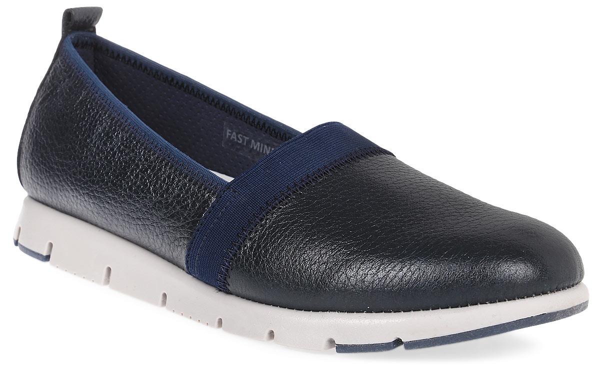 Туфли женские El Tempo, цвет: темно-синий. PAE1_FAST MIND. Размер 39PAE1_FAST MIND_NAVYЛаконичные женские туфли от El Tempo изготовлены из натуральной высококачественной кожи и дополнены текстильной вставкой вдоль канта. Стрейчевая резинка, расположенная на подъеме, отвечает за оптимальную посадку модели на ноге. Ярлычок на заднике позволяет максимально легко надеть туфли на ноги. Внутренняя поверхность и стелька выполнены из натуральной кожи, гарантирующей комфорт при движении. Подошва туфель изготовлена из материала ЭВА плотной текстуры и дополнена рифленой поверхностью.