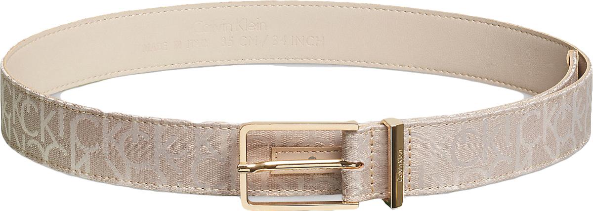 Ремень женский Calvin Klein Jeans, цвет: коричневый. K60K602461_0690. Размер 90K60K602461_0690Ремень Calvin Klein Jeans выполнен из хлопка и полиэстера. Прямоугольная пряжка, с помощью которой регулируется длина ремня, выполнена из металла и оформлена гравировкой с названием бренда.