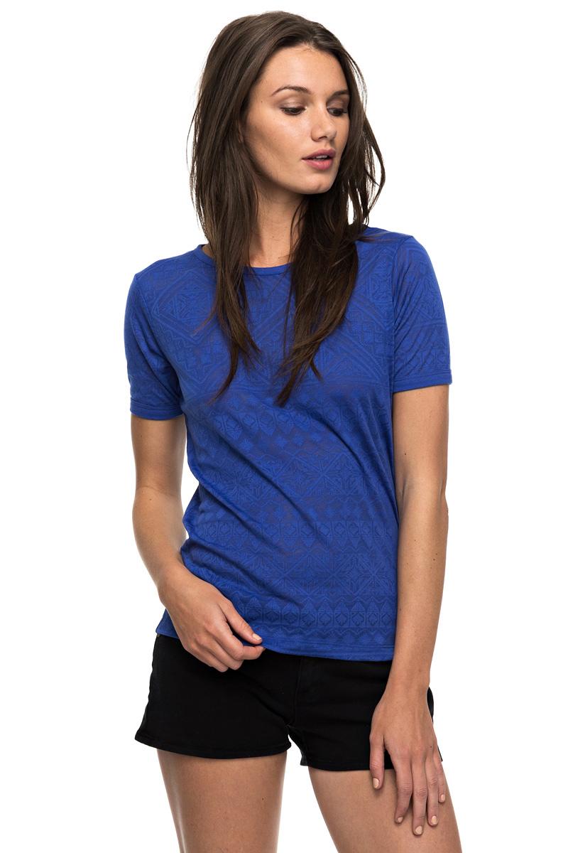 Футболка женская Roxy Clouds, цвет: синий. ERJKT03259-PQF0. Размер 44 (M)ERJKT03259-PQF0Женская футболка Roxy Clouds выполнена из полиэстера и хлопка. Модель с круглым вырезом горловины и короткими стандартными рукавами имеет оригинальный дизайн. Прекрасный вариант на каждый день, а также для занятий спортом.